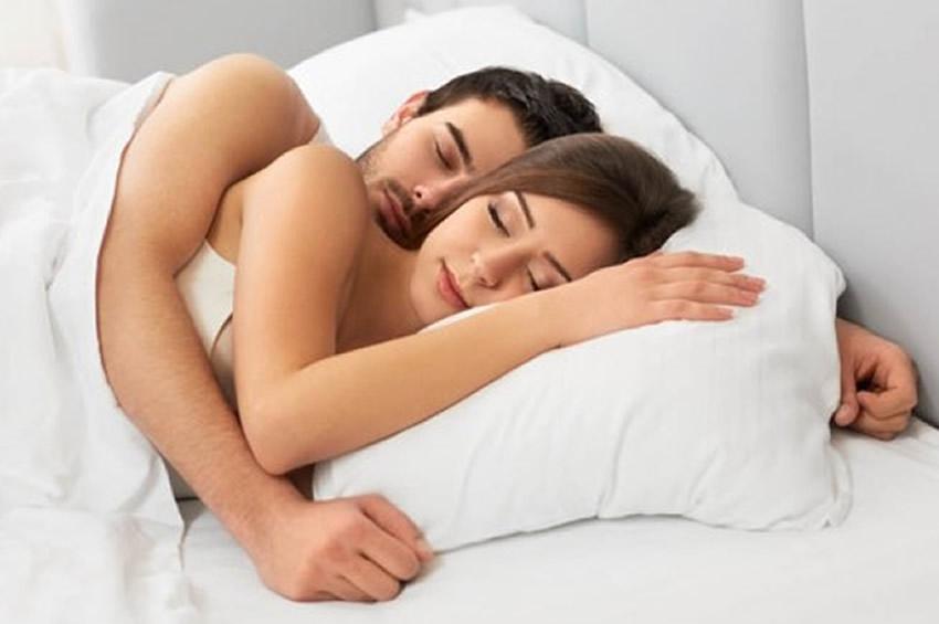 Sabías que dormir sin ropa tiene varios beneficios?